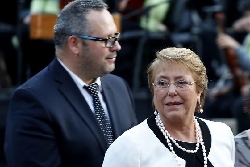 Para descartar fuga: abogado de Compagnon asegura que Bachelet es aval de deuda de Dávalos