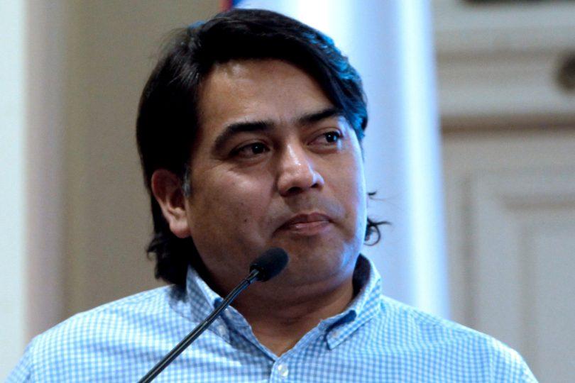 """Los reparos de Pedro Cayuqueo al """"Plan Araucanía"""" de Bachelet para el pueblo mapuche"""