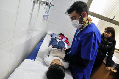 Gobierno evalúa adelantar vacaciones de invierno por virus respiratorios