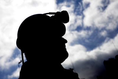 """Intendenta de Aysén asegura que situación de mineros atrapados a 1.300 metros """"es extremadamente compleja"""""""