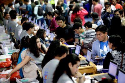 La lista con las diez carreras con más alumnos en Chile