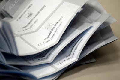 """Amplitud por elección de Gobernadores: """"La Moneda y los partidos políticos antiguos se arreglan entre ellos"""""""