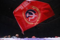 Partido Comunista manda mensaje a Piñera por el Día del Completo (con la peor foto de todas)
