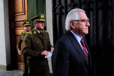 """Ministro Fernández respalda a general Villalobos por DD.HH.: """"Está libre de toda culpabilidad"""""""
