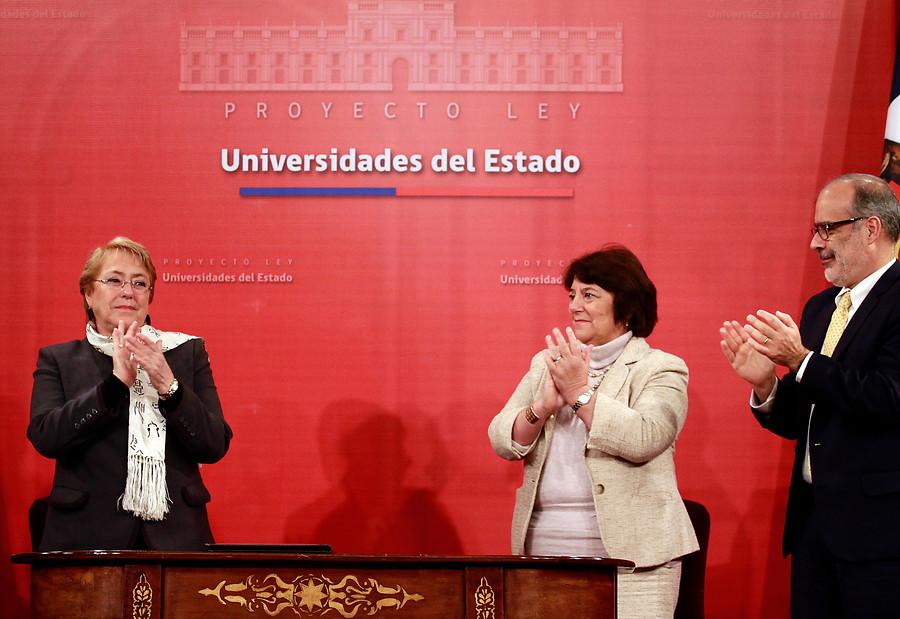 """""""Rol de las universidades en la regionalización de Chile"""""""