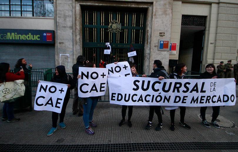 Comisión de Educación aprueba derogar el CAE