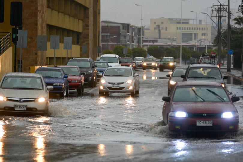 Fuertes lluvias y marejadas deja sistema frontal en 8 regiones