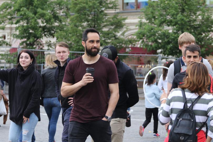 Claudio Bravo abandonó la concentración de la Roja en Rumania y viajó a España