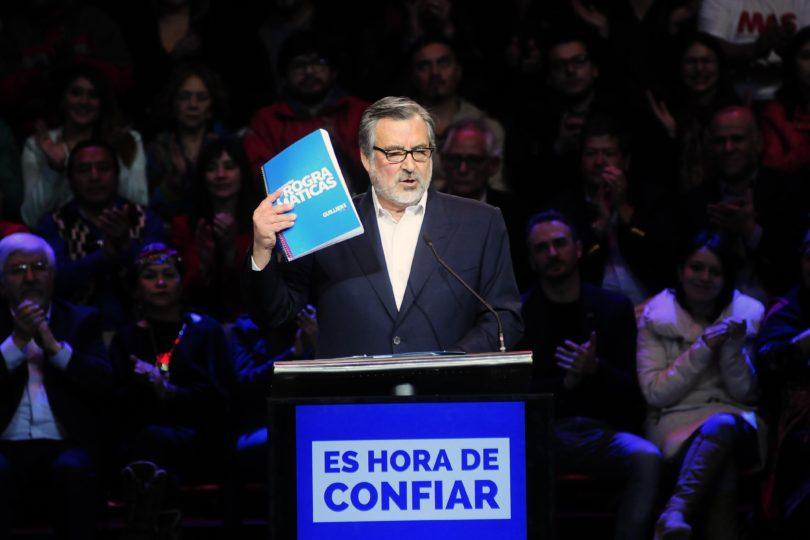 Alejandro Guillier promete continuar las reformas impulsadas por Michelle Bachelet si ganas las elecciones