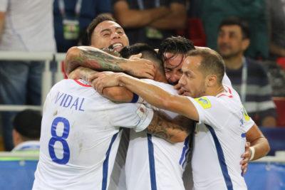 VIDEO | Como dos cabros chicos: emotiva celebración de Alexis y Vidal en Rusia