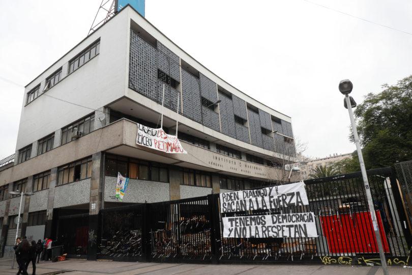 Desalojan nueva toma fantasma en el Instituto Nacional tras amago de incendio