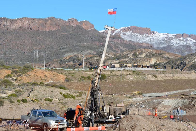 Se complica el rescate de mineros: equipo asegura que chimenea de ventilación está inundada