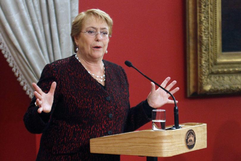 """Bachelet condena broma machista de Piñera: """"Es despreciarnos a todas y no es aceptable"""""""