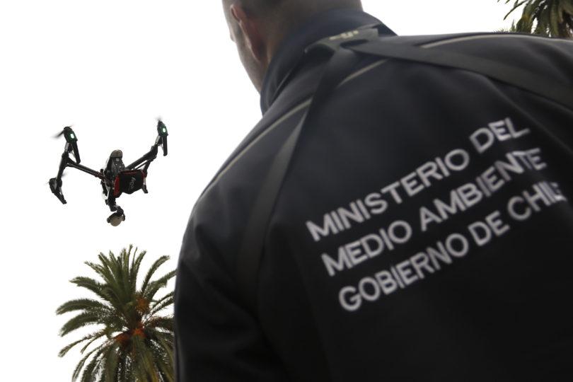 Autoridades usarán dron para fiscalizar uso de leña en la Región Metropolitana