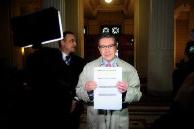 Joaquín Lavín presenta demanda contra ENEL y pide compensaciones por cortes de luz