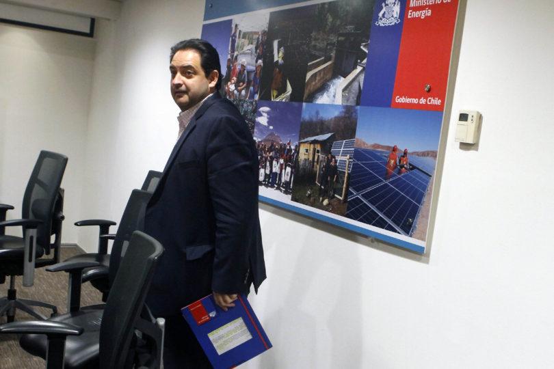 SEC formula cargos en contra de empresas de electricidad por cortes de luz tras temporal
