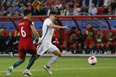 """Según juez FIFA, la Roja debió """"reclamar más"""" para que cobraran el penal"""
