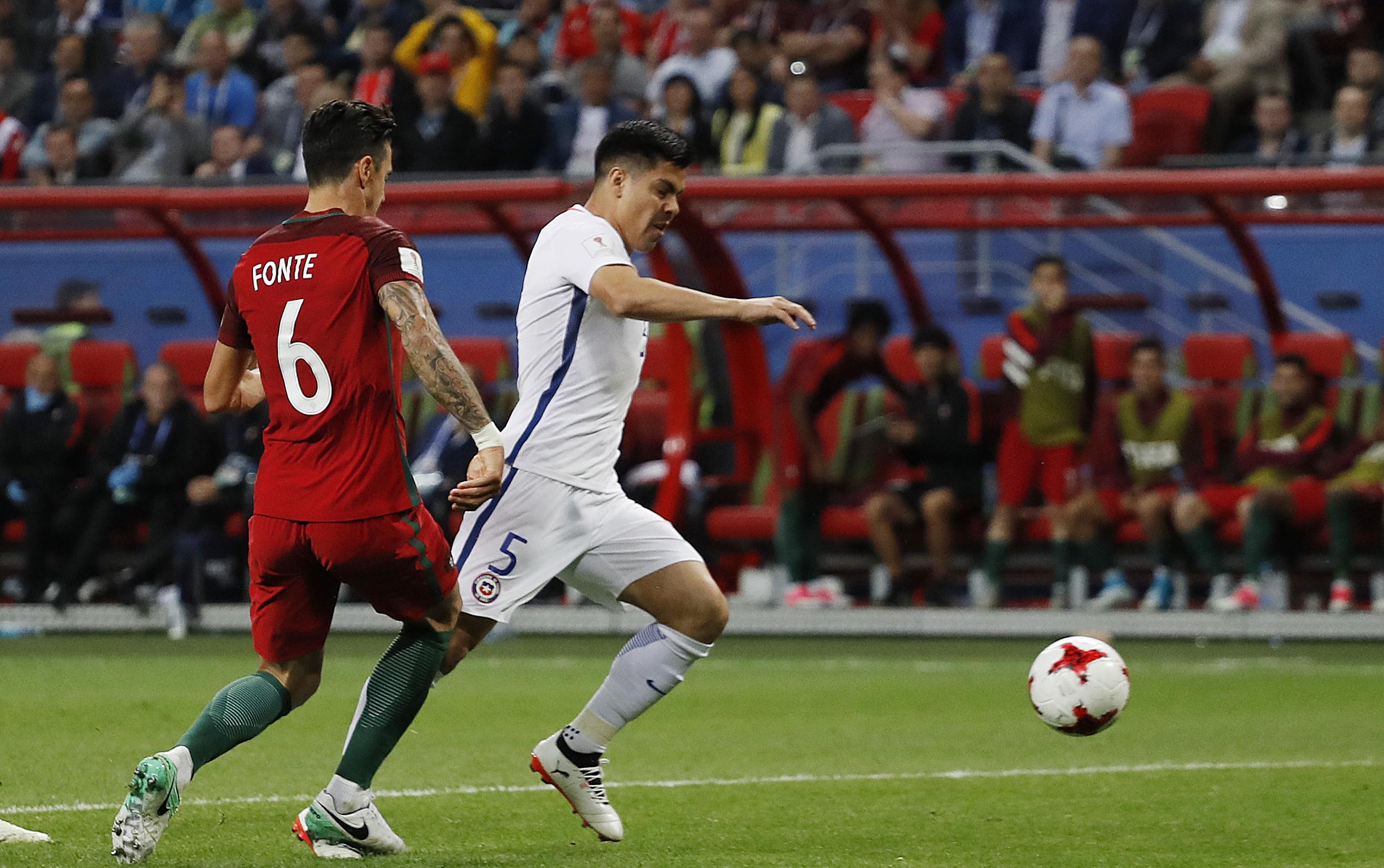 FIFA: La Roja debió reclamar más por el penal