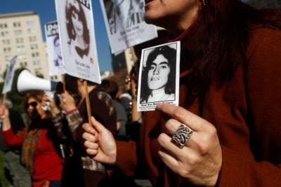 Ex PDI condenado por violaciones a DDHH pide asilo político en la embajada de España