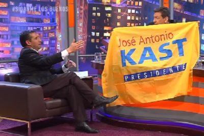 VIDEO | Ley del empate: JC Rodríguez le quita bandera de Kast a Pastor Soto y se sienta en ella