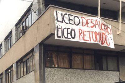 """""""Liceo desalojado, liceo retomado"""": la desafiante consigna del Instituto Nacional"""