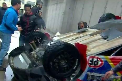 VIDEOS | Violento accidente en vivo afecta a animadora de CHV en el interior de un auto de rally