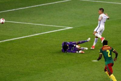 VIDEO |El registro que acredita que el gol anulado a Chile fue un completo ROBO