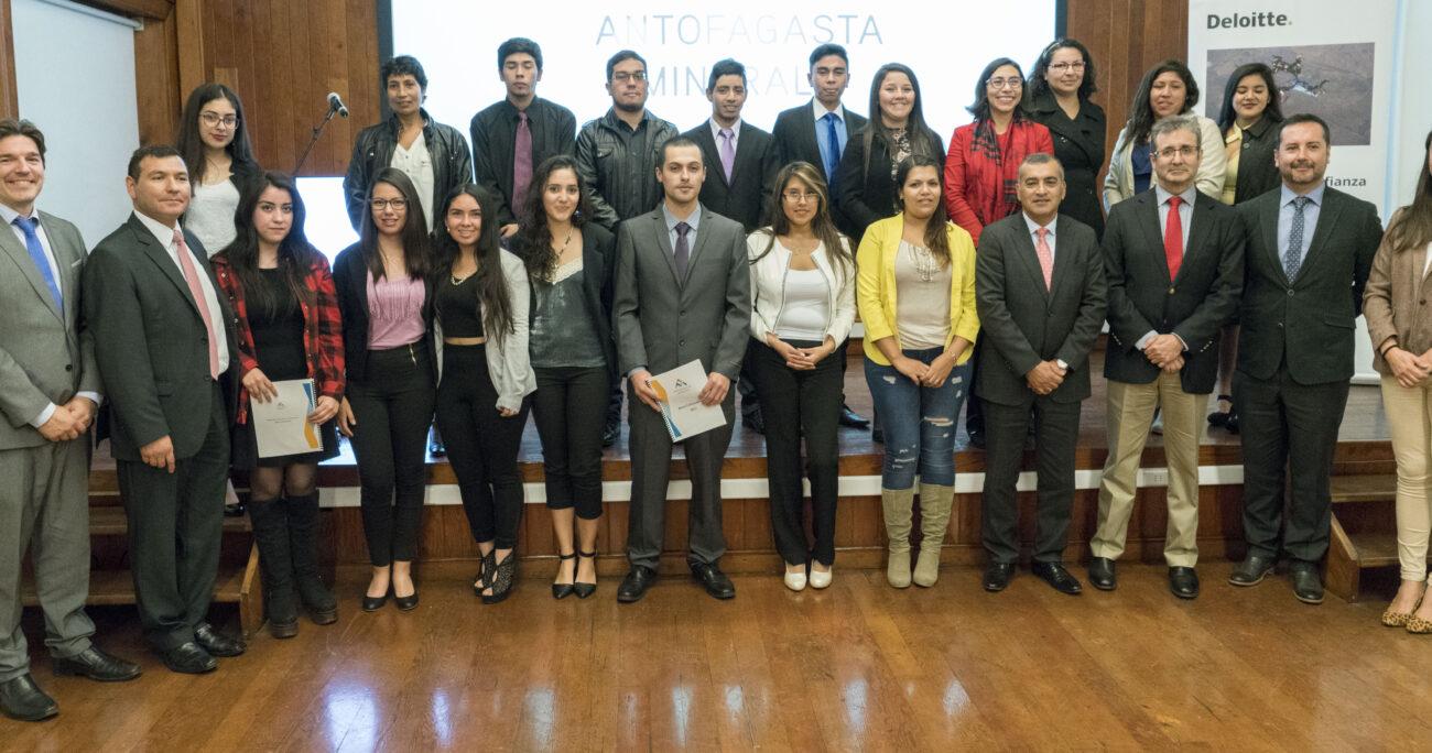 Jóvenes de Antofagasta reciben beneficio para estudiar carreras técnicas y universitarias