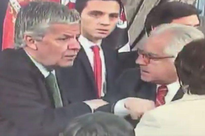 VIDEO | La broma escolar de Eyzaguirre a Fernández en pleno acto oficial en La Moneda