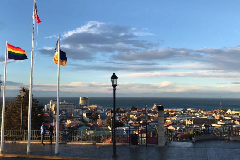 Iguales conmemora Día del Orgullo LGBTI con izamiento de bandera en Punta Arenas
