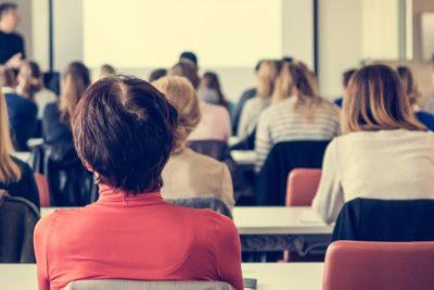 """Investigadora finlandesa en Chile: """"Si todo se basa en competencias, ¿cómo el alumno aprende a colaborar?"""""""