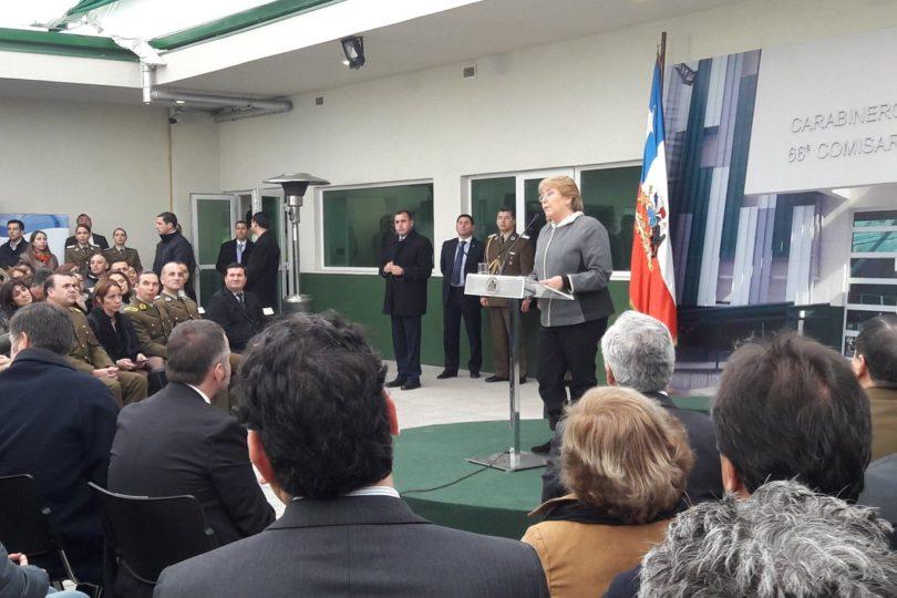VIDEO | Tenso momento de una ofuscada Bachelet al ser increpada por mujer en pleno acto con vecinos