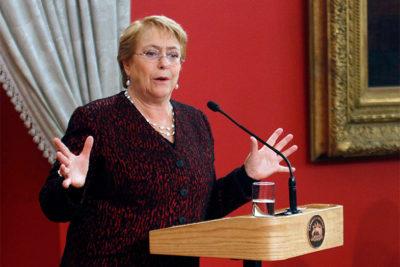 "Bachelet le responde a Piñera: ""No es aprovechamiento político"""