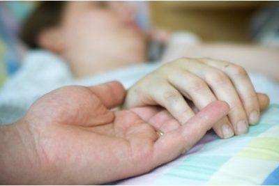 Licencia para cuidar a hijos enfermos: los cambios del nuevo proyecto del Gobierno
