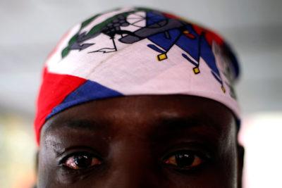Denuncian la inhumana estafa de taxi en el Aeropuerto de Santiago a inmigrante haitiano