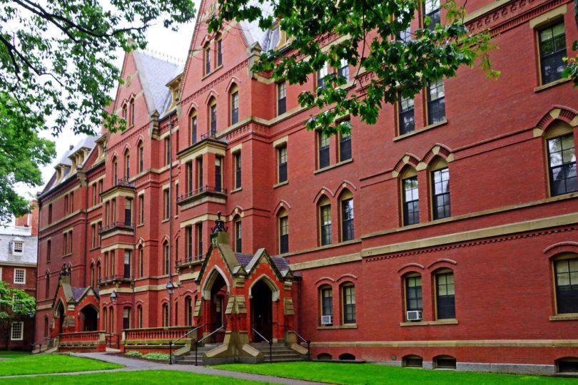 Harvard cancela matrícula a alumnos por comentarios sexuales y discriminatorios en Facebook