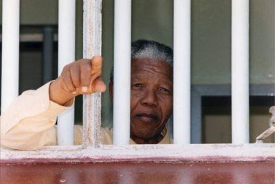 Muere el abogado que representó a Nelson Mandela en el juicio de Rivonia
