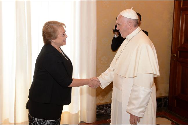 """Presidenta Bachelet: """"El Papa nos va permitir a no poner al dinero en el centro"""""""