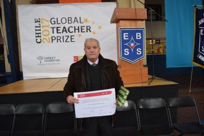 """Chileno nominado al """"Nobel de los profesores"""": """"Es difícil enseñar cuando un niño no tiene almuerzo"""""""
