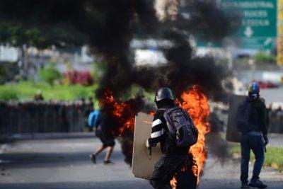 Confech usa Facebook para declararse antiimperialista fan de Maduro y llueven las críticas