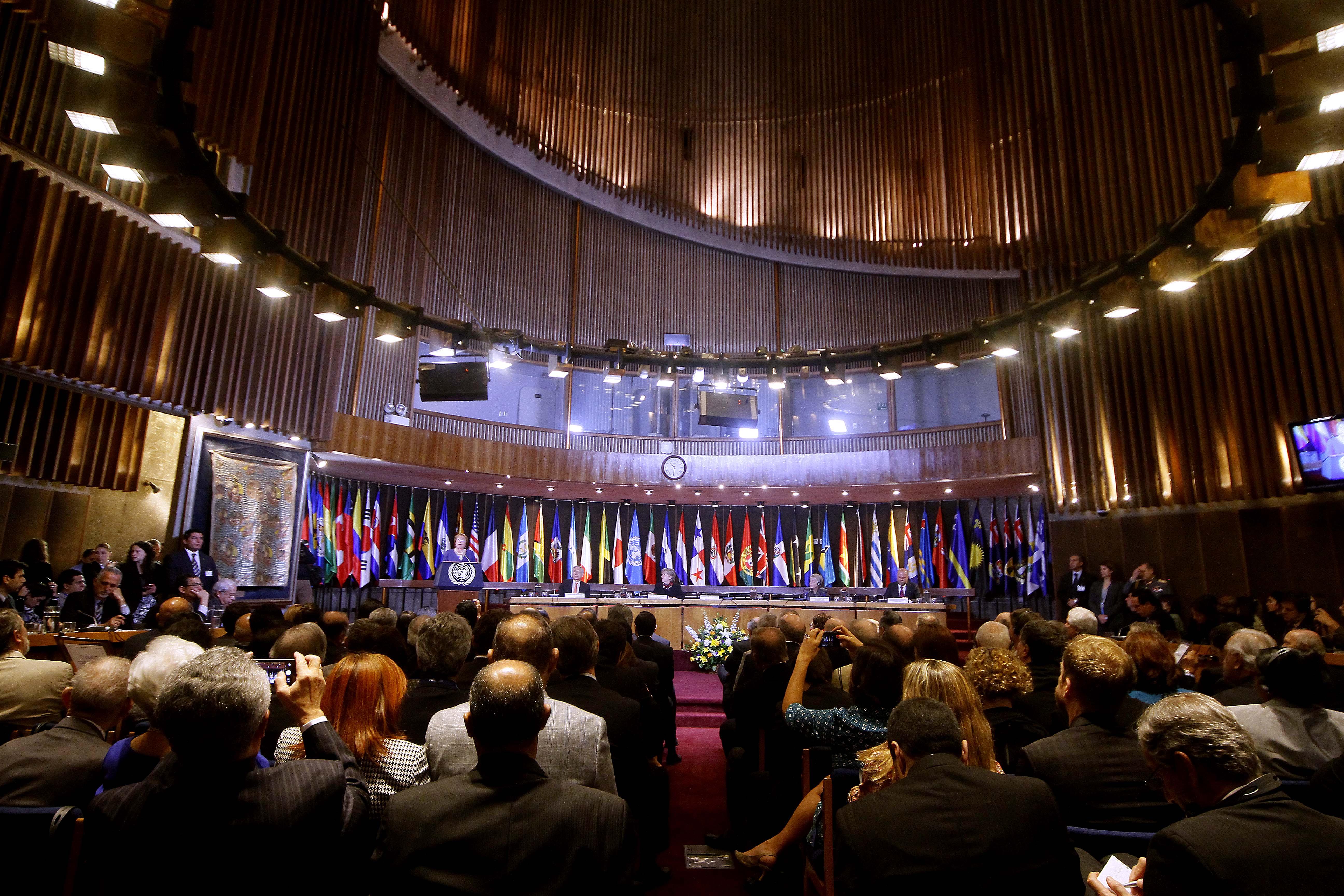 Exención tributaria, inmunidad diplomática e importación libre: los beneficios de Alberto Arenas en la Cepal