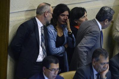 Camila Vallejo vota para salvar a Javiera Blanco y le recuerdan su llanto por niños del Sename