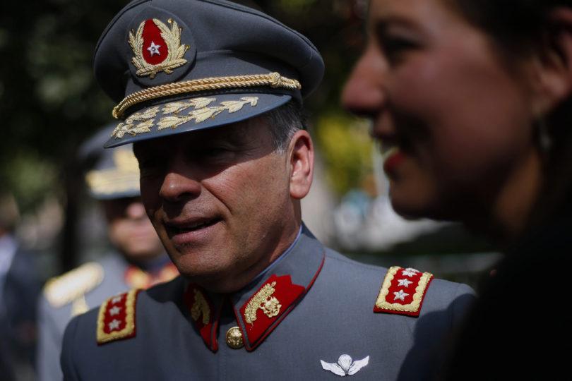 """Comandante en jefe del Ejército pidió considerar """"contexto histórico y político"""" en que militares violaron los DD.HH."""