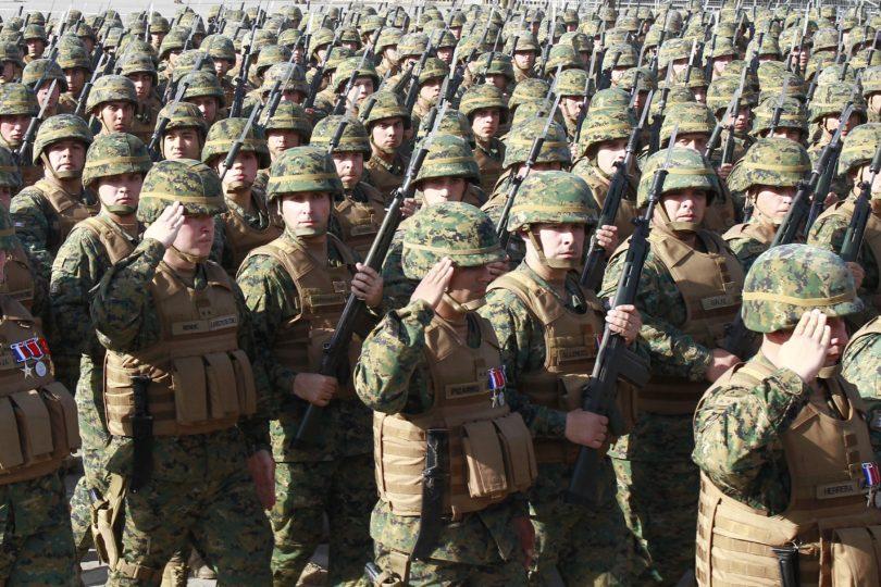 Ministerio de Defensa prepara proyecto para alargar carrera en las FF.AA. y evitar recontrataciones