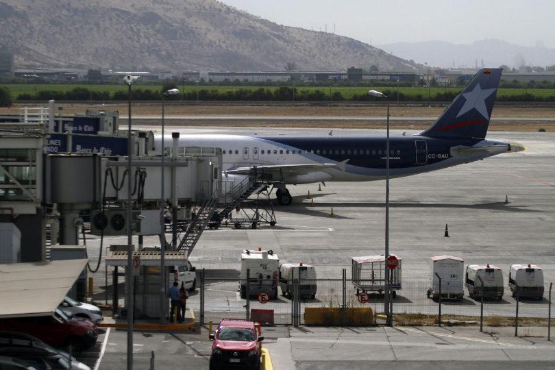 Avión en Aeropuerto de Pudahuel debió ser evacuado tras falso aviso de bomba