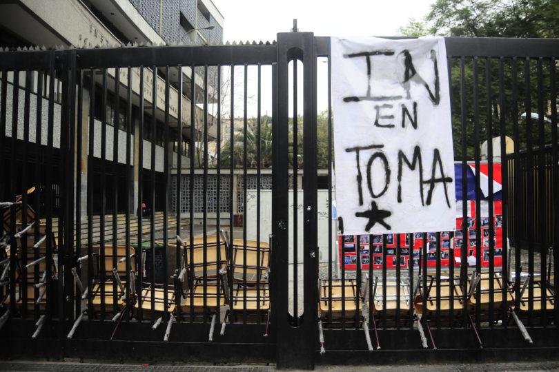 Municipalidad de Santiago advierte que podrían cancelar la matrícula de hasta 15 alumnos del IN por destrozos