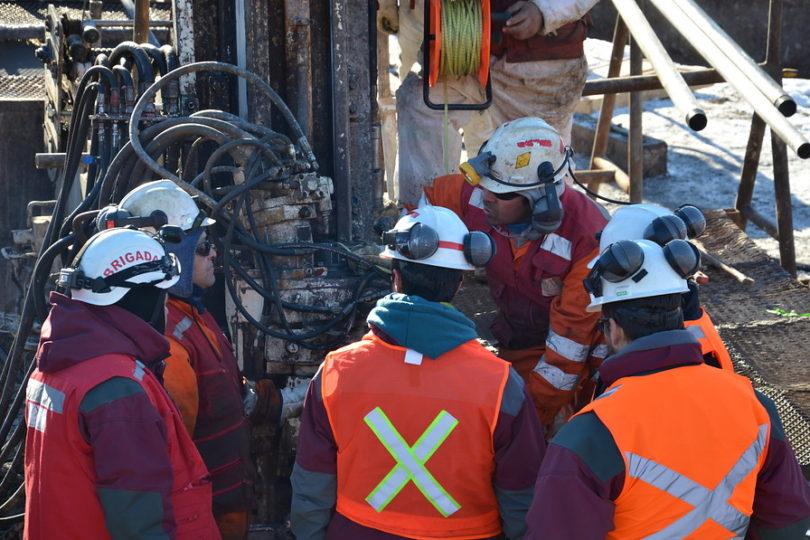 Familiares de mineros atrapados en Chile Chico aseguran que se pondrá fin a operativo de rescate