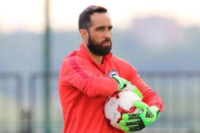 """Claudio Bravo golpea la mesa a la espera del fallo del TAS: """"A lo mejor no quieren ver a Chile en el Mundial"""""""