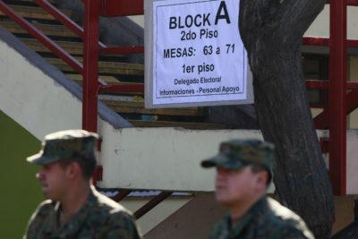Detienen a dos soldados por fumar marihuana en local de votación