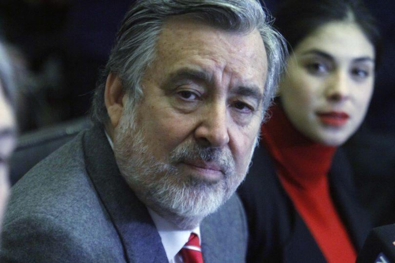 """Guillier afirma que """"pelea grande"""" será con Piñera y pone en duda una tercera fuerza"""
